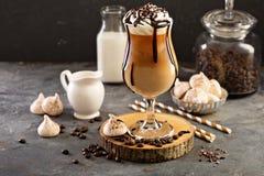 与打好的奶油的被冰的咖啡 免版税库存照片