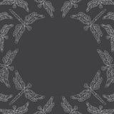 与打旋的蜻蜓的背景 免版税库存图片