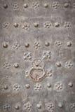 与把柄和装饰品的金属门 免版税库存图片