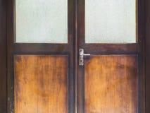 与把柄的木门框 免版税库存图片