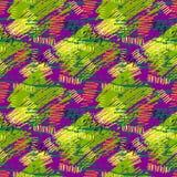 与抽象手拉的刷子冲程的五颜六色的绿色,紫色,黄色难看的东西无缝的样式和油漆飞溅 皇族释放例证
