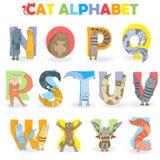 与拉丁字母第2部分的例证,从N到Z,以信件的形式滑稽的动画片猫 库存例证