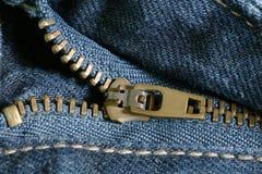 与拉链的牛仔布 免版税库存照片