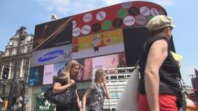 与拥挤街市街道piccadilly马戏正方形的伦敦图象 股票录像