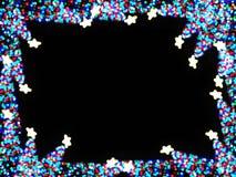与拷贝空间的卡片在Defocused抽象轻的圣诞树形状的中心地区能庆祝Xmas 库存图片