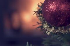 与拷贝空间的圣诞节背景在被弄脏的燃烧的火 免版税库存图片