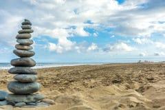 与拷贝空间的离开的海滩作为模板 免版税库存照片
