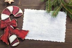 与拷贝空间和葡萄酒装饰的圣诞卡 免版税库存图片