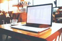 与拷贝空间屏幕供参考内容或正文消息的便携式的网书 免版税库存照片