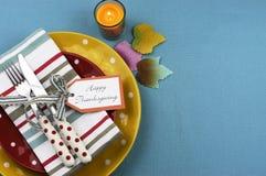 与拷贝空间的五颜六色的感恩餐桌设置。 库存图片