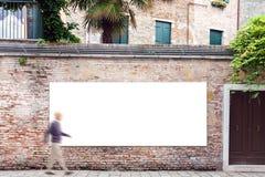 与拷贝空间的广告牌在墙壁上在威尼斯 免版税图库摄影
