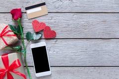 与拷贝空间的情人节网上购物背景 库存照片