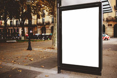 与拷贝空间的空白的广告牌您的正文消息或增进内容的,在街道上的社会信息板, 免版税库存图片