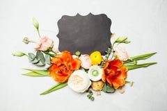 与拷贝空间的花卉布局 免版税库存图片