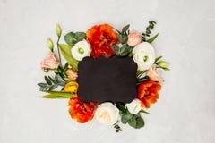 与拷贝空间的花卉布局 免版税库存照片