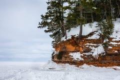 与拷贝空间的冻苏必利尔湖岸 免版税图库摄影