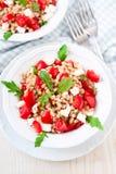 与拼写的沙拉, rucola,西红柿,希腊乳酪希脂乳 库存照片