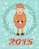 2015与拿着心脏的逗人喜爱的微笑的绵羊的卡片 免版税库存照片