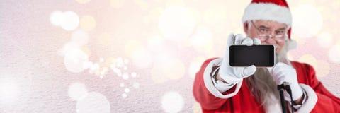 与拿着电话的冬天风景的圣诞老人 库存照片