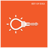 与挂锁标志的创造性的电灯泡想法概念 ide钥匙  免版税图库摄影