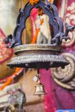 与挂锁的响铃在寺庙 免版税库存图片