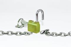 与挂锁的开锁的链子 免版税库存图片