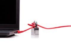 与挂锁的计算机网络安全的概念在网络c 免版税库存图片