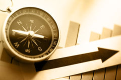 与指南针和箭头的图概念 免版税库存图片