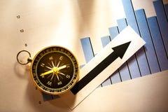 与指南针和箭头的图概念 免版税库存照片