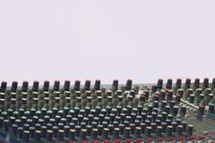 与按钮和滑子的合理和音频搅拌器控制板 库存照片
