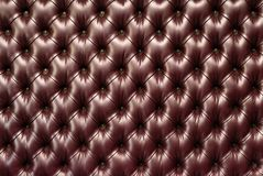 与按钮的布朗水平的典雅的皮革纹理backgr的 库存图片
