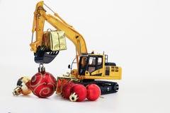 与挖掘机模型的圣诞节礼物 免版税图库摄影