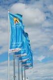 与挥动在风的澳网商标的旗子 图库摄影