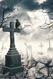 与掠夺和十字架的万圣夜神秘的鬼的背景 库存照片