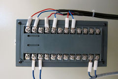 与接线盒的电导线 免版税图库摄影