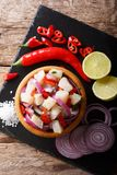 与接近的菜和的石灰的传统ceviche海鲜  免版税库存照片