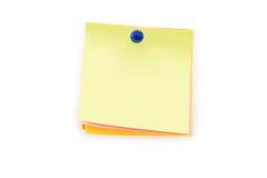 与推挤别针的五颜六色的稠粘的笔记在白色 库存照片