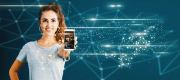 与提供智能手机的少妇的链接 免版税图库摄影