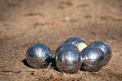 与插孔(cochonnet)的Petanque球 免版税库存图片
