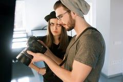 与摄影师的冲突photoshoot的 库存图片