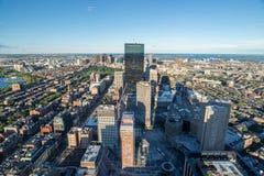 与摩天大楼、波士顿市、美国& x28的都市风景; 顶面view& x29; 库存图片
