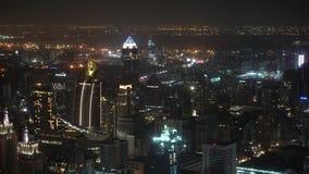 与摩天大楼和商业中心的城市视图 夜大都会 股票视频
