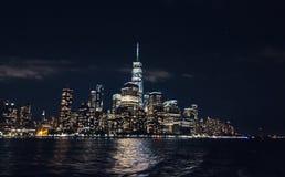 与摩天大楼的曼哈顿街市地平线 库存图片