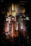 与摩天大楼的未来派夜都市风景 香港 图库摄影