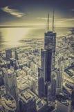 与摩天大楼的芝加哥财政区鸟瞰图 库存图片