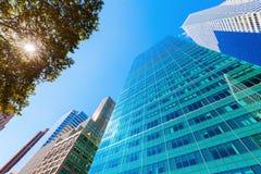 与摩天大楼的街道视图在曼哈顿, NYC 图库摄影
