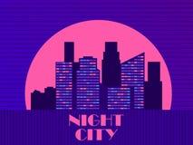 与摩天大楼的都市风景仿照20世纪80年代样式 减速火箭的未来主义 城市日落 光在窗口里 ?? 向量例证