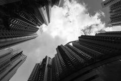 与摩天大楼,高层生存大厦的地平线 免版税图库摄影