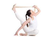 与支柱的瑜伽, parivritta kraunchasana姿势 免版税库存照片