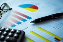 与收支和费用,会计概念细节名单的收入报告 免版税库存照片